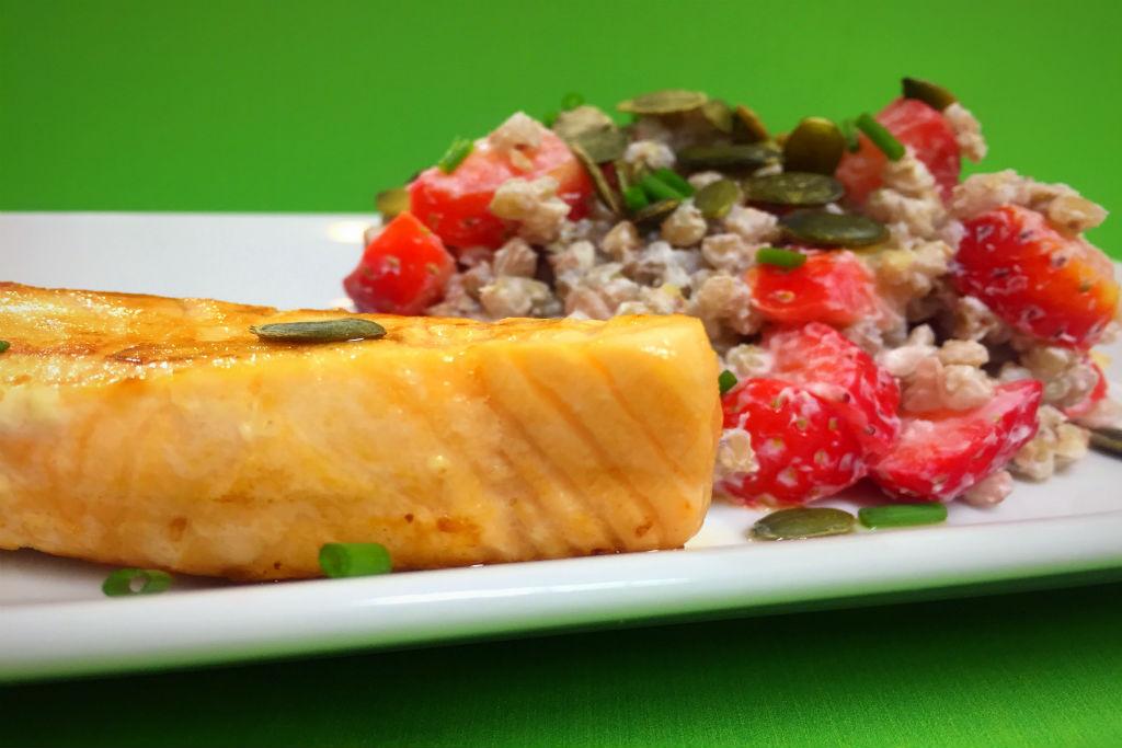 Salada de salmão e trigo sarraceno