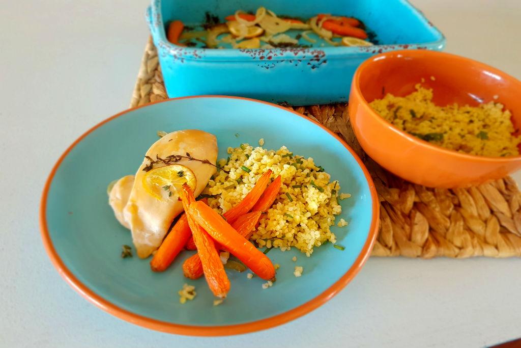 Frango no forno com cenouras e bulgur