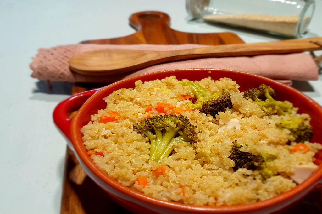 Quinoa com frango e legumes